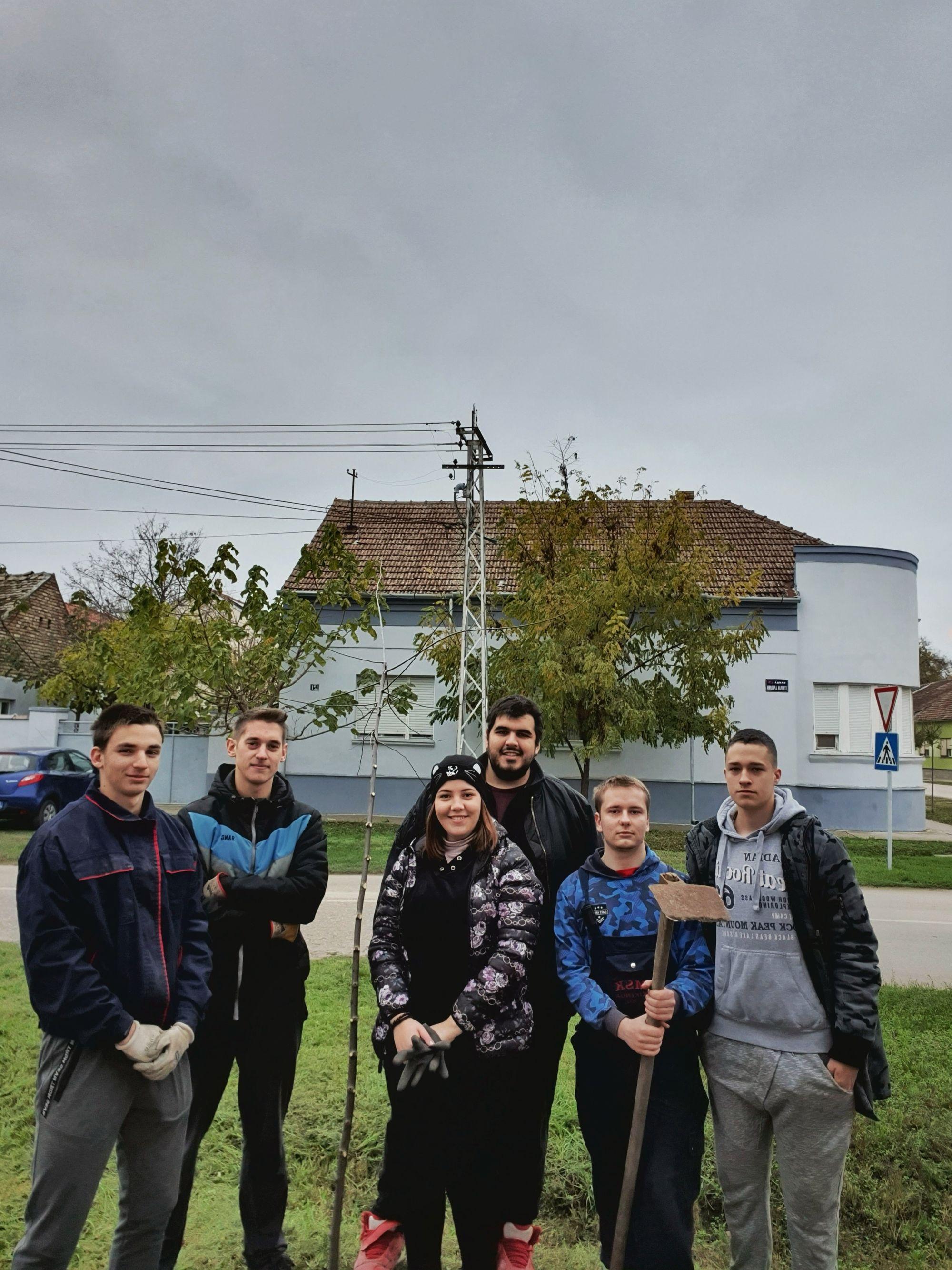 Pionir Students Gardening